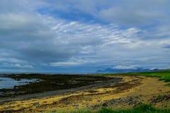 Praia do Tunga de Ytri, céu claro Imagens de Stock