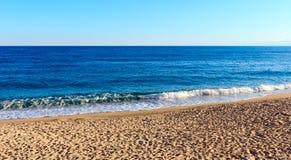 Praia dos azuis celestes de Sandy, Calabria, Itália Imagens de Stock Royalty Free