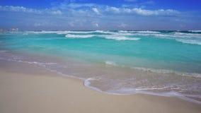 Praia dos delfines de Cancun no Maya das caraíbas de Riviera