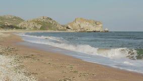 Praia dos generais no alvorecer Parque regional da paisagem de Karalar em Crimeia filme