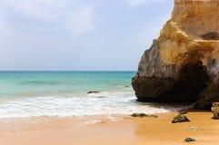 Praia dos Tres Castelos w Portimao, Atlantycki ocean, Algarve, Portugalia Obraz Stock