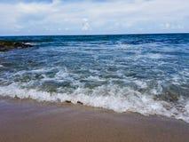 Praia e céu Fotografia de Stock