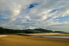 Praia e céu azul Foto de Stock