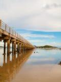 Praia e cais Fotografia de Stock Royalty Free