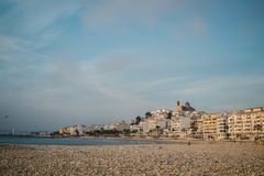 Praia e cidade de Altea fotografia de stock