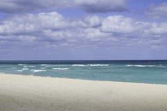 Praia e edifícios de Florida imagens de stock royalty free