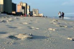 Praia e hotéis do perfil baixo Imagens de Stock Royalty Free
