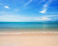 Praia e mar Imagem de Stock