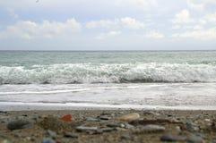 Praia e mar Fotografia de Stock Royalty Free