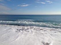 Praia e mar Imagens de Stock Royalty Free