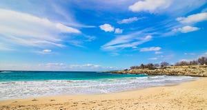 Praia e mar azul em Salento foto de stock royalty free