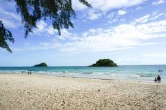 Praia e mar no verão Imagem de Stock