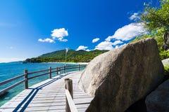 Praia e mar tropicais foto de stock royalty free