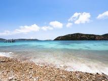 Praia e mar tropical Imagens de Stock