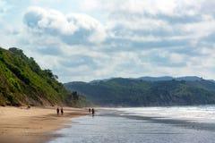 Praia e montes verdes Foto de Stock Royalty Free