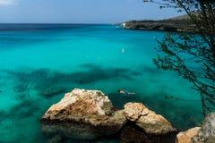 Praia e nadador de Knip fotografia de stock