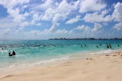 A praia e o céu Fotografia de Stock