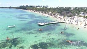 A praia e o mar da República Dominicana video estoque