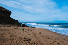 Praia e o penhasco 2 Foto de Stock Royalty Free