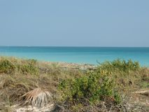 Praia e oceano em Cuba na primavera Recurso cubano fotos de stock royalty free