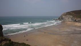 Praia e ondas nortes de Porthtowan Cornualha filme
