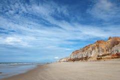 Praia e penhascos fotografia de stock royalty free