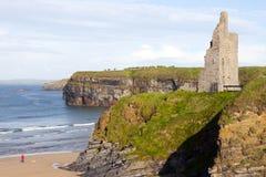 Praia e penhascos do castelo em Ballybunion Fotos de Stock Royalty Free