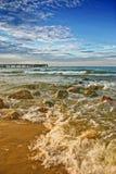 Praia e ponte do mar Imagens de Stock Royalty Free