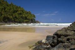 Praia e rocha Fotos de Stock
