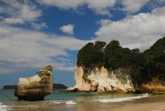Praia e rochas Imagens de Stock