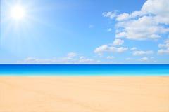 Praia e sol foto de stock royalty free