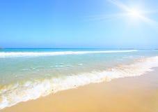 Praia e sol Fotografia de Stock