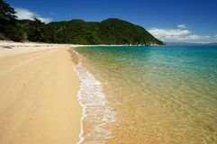 Praia em Abel Tasman National Park em Nova Zelândia Fotografia de Stock Royalty Free
