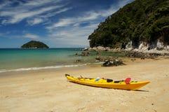 Praia em Abel Tasman National Park em Nova Zelândia Foto de Stock