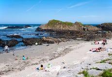 Praia em Ballintoy, Irlanda do Norte, Reino Unido Fotografia de Stock Royalty Free
