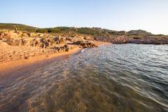 Praia em Costa Paradiso, Sardinia, Itália fotos de stock