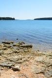 Praia em Istria perto de Medulin, Croácia fotos de stock royalty free