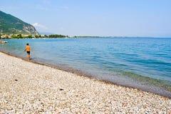 Praia em Kamena Vourla, Grécia fotos de stock