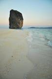 Praia em Karbi TAILÂNDIA Fotos de Stock Royalty Free