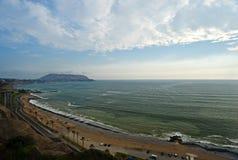 Praia em Lima imagem de stock royalty free