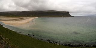Praia em Patreksfjordur, Westfjords, Islândia Imagens de Stock