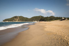 A praia em Punta faz Ouro em Moçambique Imagem de Stock