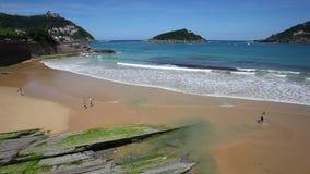 Praia em San Sebastian, Espanha video estoque