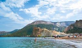 A praia em Vulcano Fotos de Stock Royalty Free