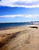 Praia ensolarada Fotografia de Stock Royalty Free
