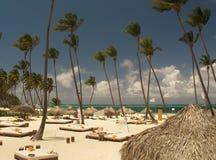 Praia ensolarada Imagens de Stock Royalty Free