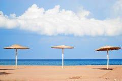 Praia ensolarada bonita Imagens de Stock