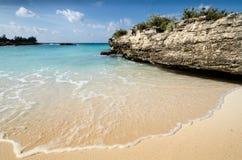 Praia ensolarada calma Fotografia de Stock Royalty Free