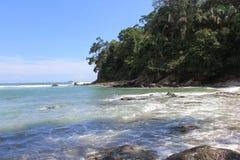 Praia ensolarada em Costa Rica Fotos de Stock