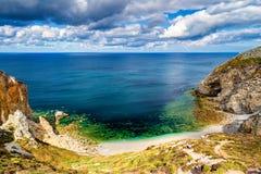 Praia escondida em Tampão de la Chevre, Presqu'ile de Crozon, Parc nat Imagem de Stock